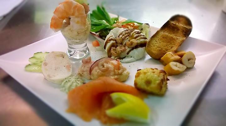 Assiettes gourmandes entrees ustensiles de cuisine for Plat entree originale